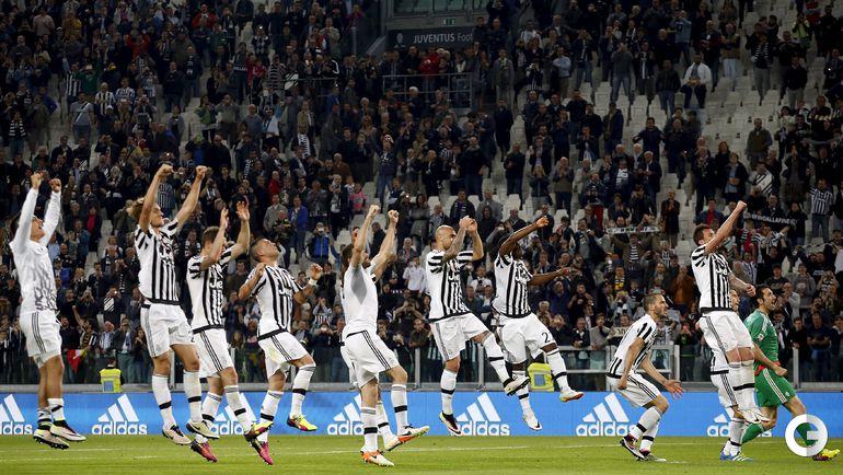 """Среда. Турин. """"Ювентус"""" - """"Лацио"""" - 3:0. Игроки """"Ювентуса"""" празднуют гол."""