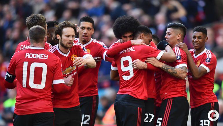 "Суббота. Лондон. ""Эвертон"" – ""Манчестер Юнайтед"" – 1:2. Игроки ""Манчестер Юнайтед"" радуются второму забитому голу."