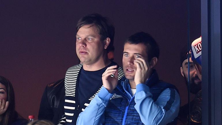 Александр КЕРЖАКОВ (справа) и Владислав РАДИМОВ на матче СКА. Фото photo.khl.ru
