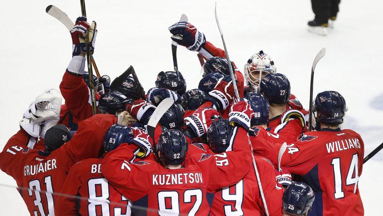 """28 апреля. Вашингтон. """"Вашингтон"""" - """"Питтсбург"""" - 4:3 ОТ. Хозяева празднуют победу в первом матче серии. Фото USA Today"""