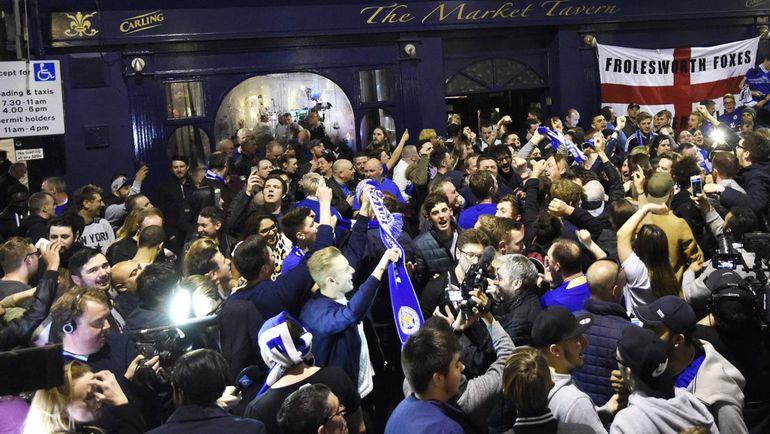"""Болельщики """"Лестера"""" празднуют сенсационную победу команды в чемпионате Англии. Фото BBC"""