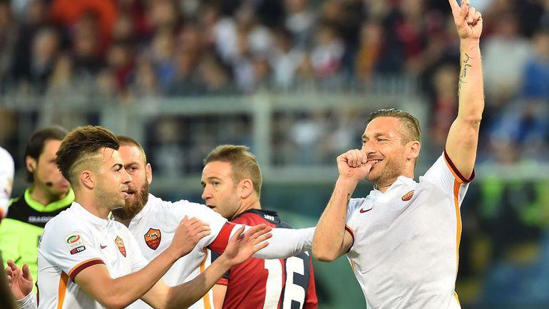 """Понедельник. Генуя. """"Дженоа"""" - """"Рома"""" - 2:3. Только что Франческо ТОТТИ (справа) сравнял счет. Фото AFP"""