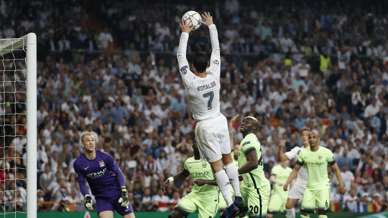 "Сегодня. Мадрид. ""Реал"" - ""Манчестер Сити"". ""Данк"" КРИШТИАНУ РОНАЛДУ. Фото Reuters"