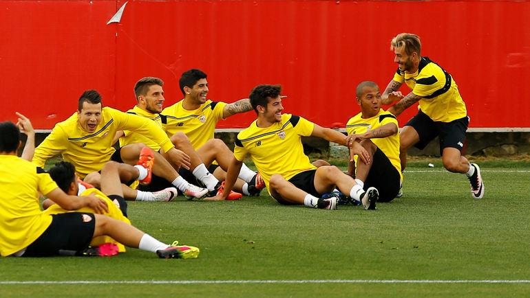 """Среда. Севилья. Тренировка """"Севильи"""" перед ответным матчем с """"Шахтером"""". Фото Reuters"""