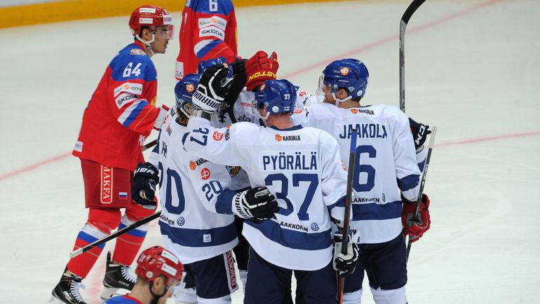 Игроки сборной Финляндии праздную заброшенную шайбу. Фото Алексей ИВАНОВ, «СЭ»