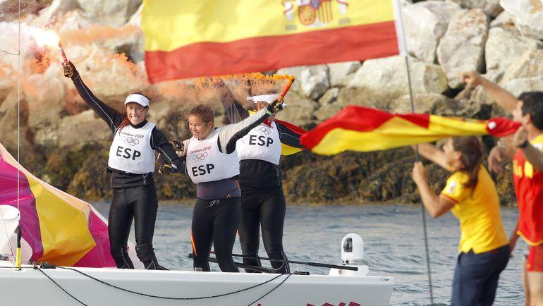Сегодня. Лондон. Испанский экипаж празднует победу в олимпийском финале. Фото AFP