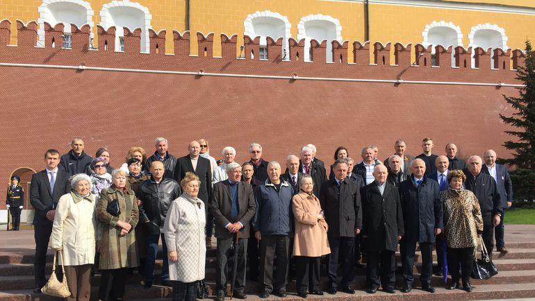 Руководство РФС в лице Виталия Мутко и Никиты Симоняна вместе с ветеранами возложили цветы к Могиле Неизвестного Солдата. Фото «СЭ»