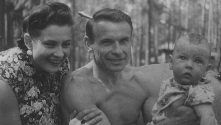 1950-е. Константин БЕСКОВ с женой Валерией и дочерью Любовью. Фото из архива семьи Бесковых