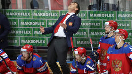 Вчера. Москва. Чехия - Россия - 3:0. Эмоции Олега ЗНАРКА. Сегодня тренер старался много улыбаться, словно оставил все плохое во вчерашнем дне.