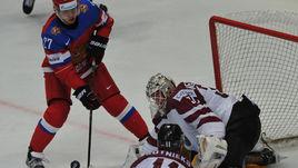 Сегодня. Москва. Латвия - Россия - 0:4. Артемия ПАНАРИНА (слева) в этом матче было не остановить.