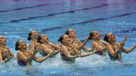 Понедельник. Лондон. Российские синхронистки завоевывают золото чемпионата Европы в технической программе.