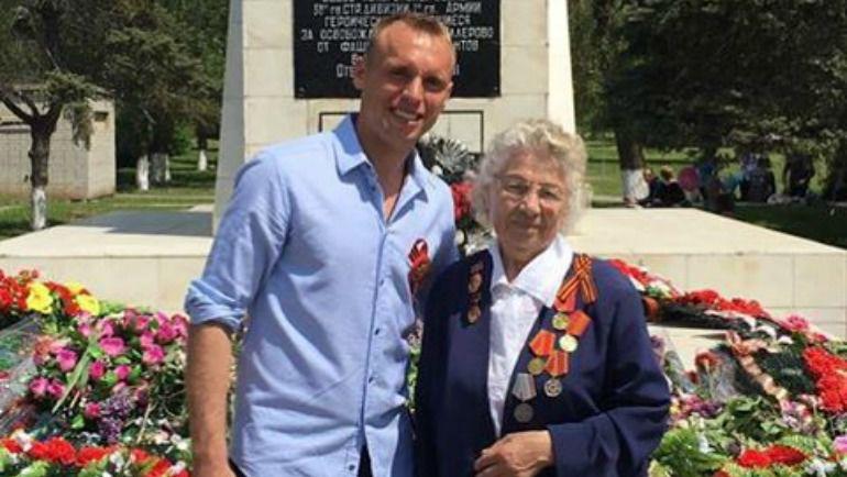 Денис ГЛУШАКОВ поздравил ветеранов. Фото instagram.com/glushak8/