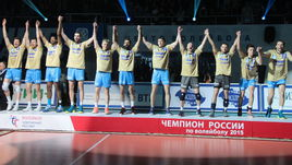 """Игроки казанского """"Зенита"""" празднуют чемпионство."""