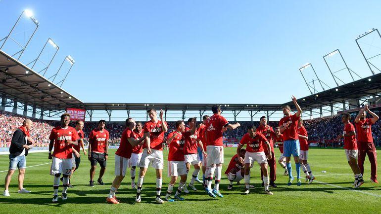 """Игроки """"Баварии"""" празднуют чемпионство. Фото Reuters"""