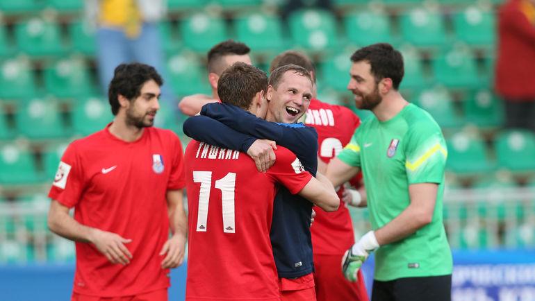 """Игроки """"Мордовии"""" празднуют победу. Фото Виталий ТИМКИВ"""
