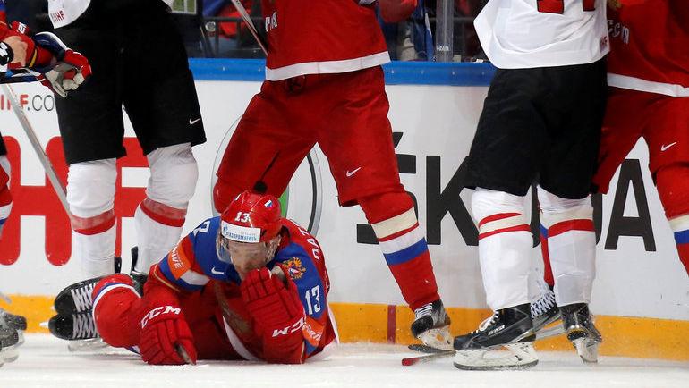 Сегодня. Москва. Россия - Швейцария - 5:1. В этой встрече Павлу ДАЦЮКУ выбили один зуб. Фото Reuters
