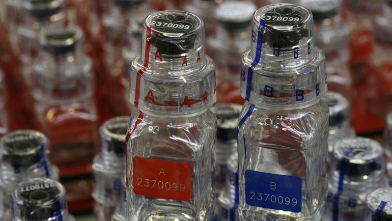 Бутылочки для допинг-проб с секретным замком используются с конца 1990-х. Фото Reuters