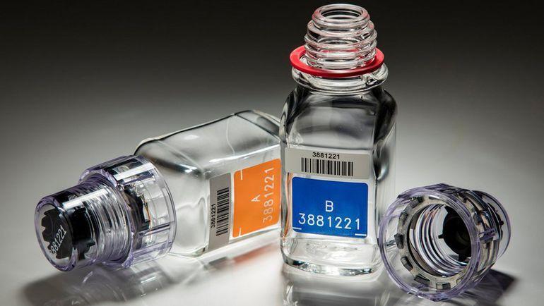 Те самые бутылочки для допинг-проб с секретным замком, которые якобы научился вскрывать Григорий Родченков, компания Berlinger производит десятилетиями. Фото The New York Times
