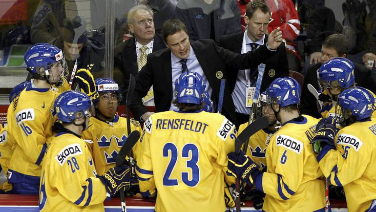 Рогер РОННБЕРГ и его молодежная сборная Швеции. Фото Reuters