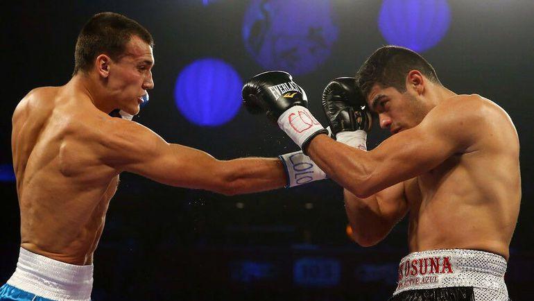 В ринге - Олег ВЛАСОВ (слева).