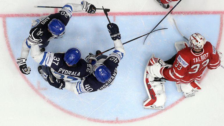 Сегодня. Санкт-Петербург. Канада - Финляндия - 0:4. Финны празднуют один из четырех голов в ворота канадцев. Фото AFP