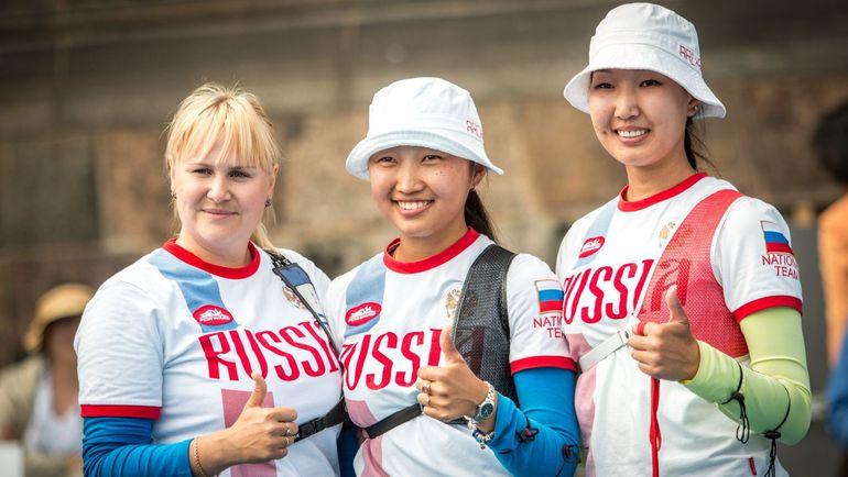 Чемпионки мира-2015: Ксения ПЕРОВА, Туяна ДАШИДОРЖИЕВА и Инна СТЕПАНОВА (слева направо). Фото http://worldarchery.org