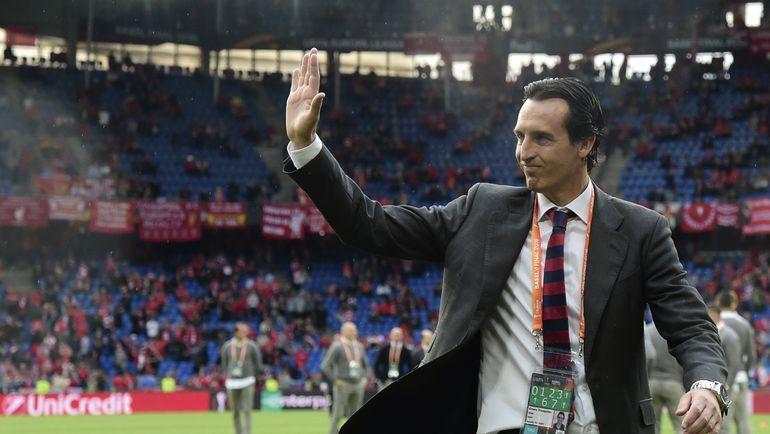 """Среда. Базель. """"Ливерпуль"""" - """"Севилья"""" - 1:3. Унаи ЭМЕРИ благодарит болельщиков за поддержку. Фото AFP"""
