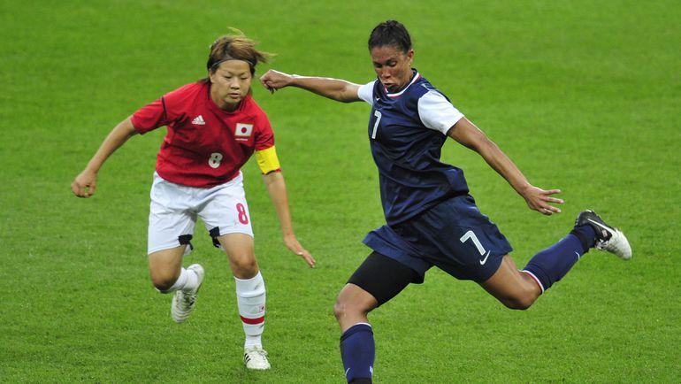 Сегодня. Лондон. Эпизод из финального матча женского футбольного турнира США - Япония (2:1). Фото AFP