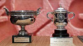 Кубки за победу на Roland Garros, выставленные на церемонии жеребьевки.