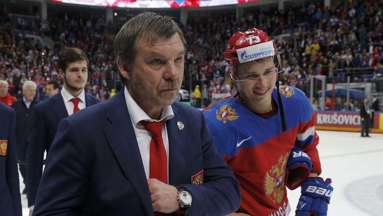 Сегодня. Москва. Россия - США - 7:2. Олег ЗНАРОК на церемонии награждения. Фото Reuters