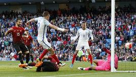 Сегодня. Манчестер. Англия - Турция - 2:1. 83-я минута. Джейми ВАРДИ (№9) проводит победный гол.