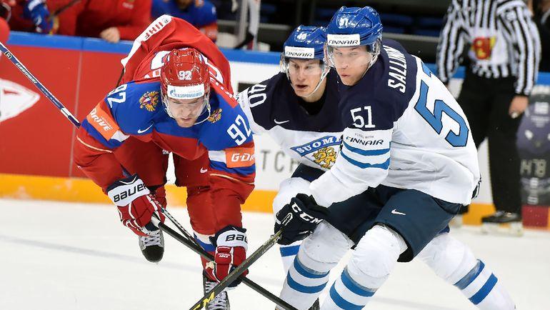 Томи САЛЛИНЕН (справа) в матче против сборной России. Фото AFP