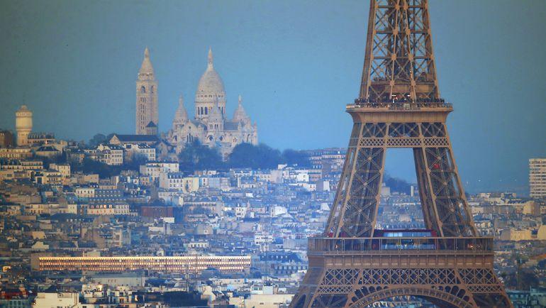 Эйфелева башня и базилика Сакре-Кер на Монмартре. Фото Reuters