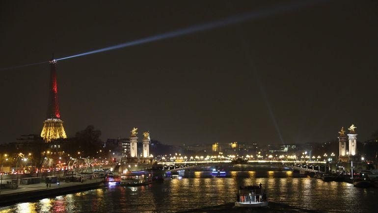 Ночной Париж. Фото AFP