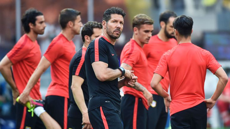 """Вчера. Милан. Диего СИМЕОНЕ на тренировке """"Атлетико"""". Фото AFP"""