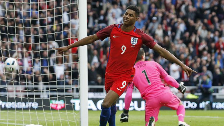 Пятница. Сандерленд. Англия - Австралия - 2:1. 3-я минута. Ликование форварда Маркуса РЭШФОРДА, который забил в дебютной игре за сборную Англии. Фото Reuters