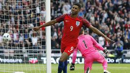 Пятница. Сандерленд. Англия - Австралия - 2:1. 3-я минута. Ликование форварда Маркуса РЭШФОРДА, который забил в дебютной игре за сборную Англии.