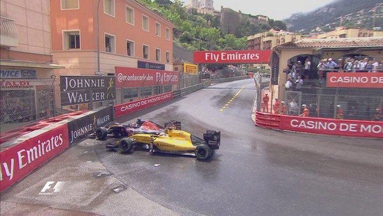 Воскресенье. Монако. После столкновения с Кевином МАГНУССОНОМ (справа) Даниил КВЯТ сошел с трассы. Фото Twitter