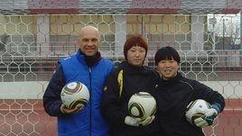Валерий САРЫЧЕВ (слева) со своими подопечными.