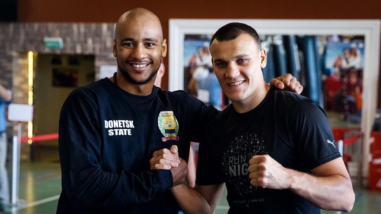 Максим ВЛАСОВ (справа) и Исмаил СИЛЛАХ. Фото Пресс-служба боя