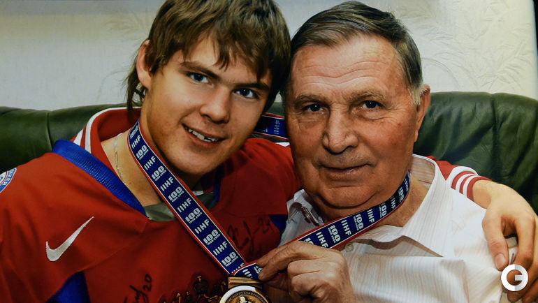 Виктор ТИХОНОВ (справа) со своим внуком Виктором ТИХОНОВЫМ.