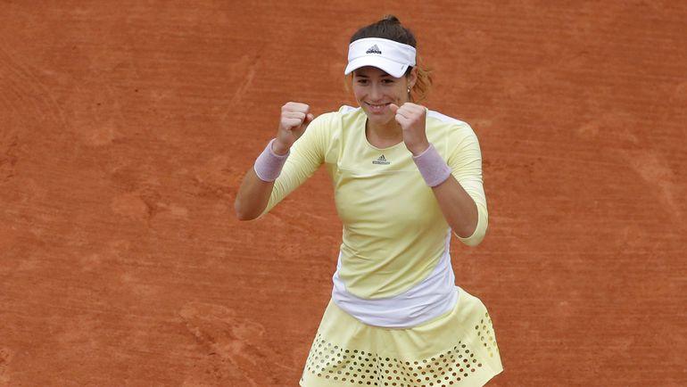 Гарбинье МУГУРУСА празднует выход в свой первый в карьере финал Roland Garros. Фото Reuters