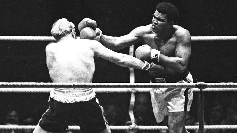 24 мая 1974 года. Мюнхен. Мохаммед АЛИ (справа) в бою с Ричардом ДАННОМ. Фото Action Images