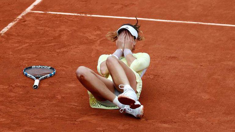 Суббота. Париж. Гарбинье МУГУРУСА празднует победу в финале Roland Garros. Фото Reuters
