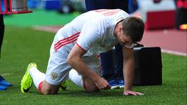 Вчера. Монако. Сербия - Россия - 1:1. Слезы Игоря ДЕНИСОВА - травма, полученная в этом матче, лишила хавбека чемпионата Европы.