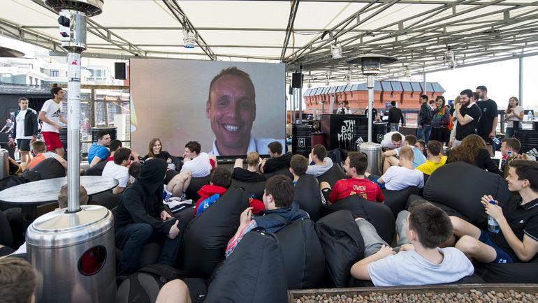 Денис Глушаков на экране.