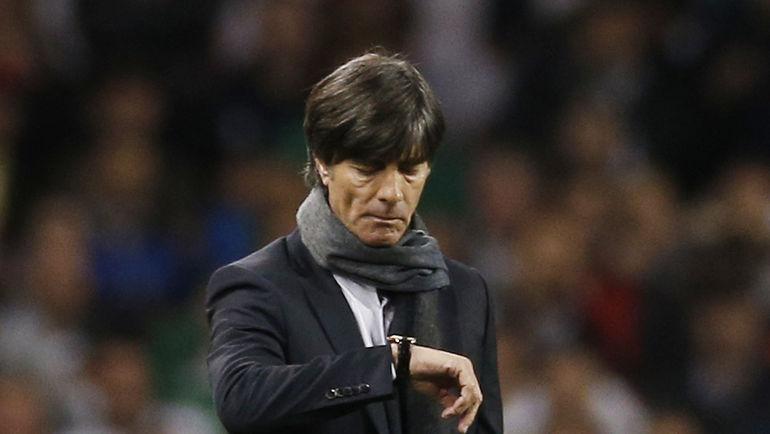 Наставнику сборной Германии Йоахиму ЛЕВУ есть, над чем поломать голову. У его команды тоже хватает кадровых проблем. Фото Reuters