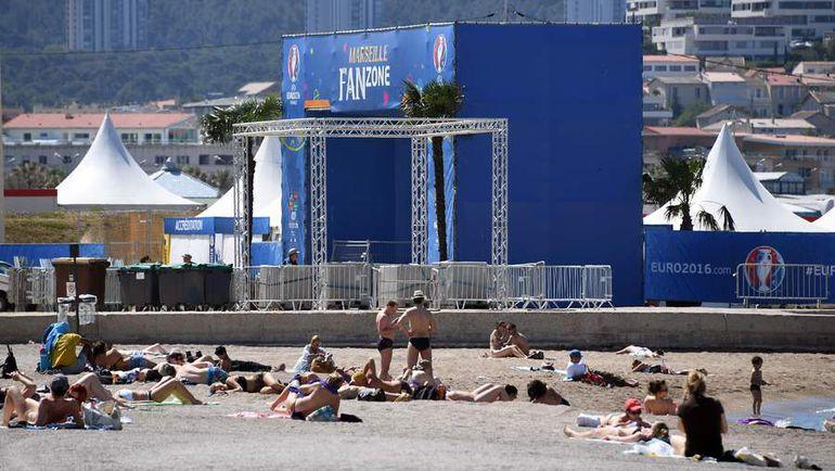 Фан-зона в Марселе. Фото AFP