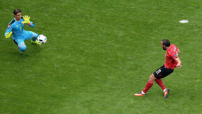 Сегодня. Ланс. Албания - Швейцария - 1:0. Янн ЗОММЕР спасает ворота в конце игры после удара Шкельзена ГАШИ. Фото AFP