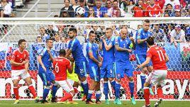 Сегодня. Бордо. Уэльс - Словакия - 2:1. 10-я минута. Гол Гарета БЭЙЛА.